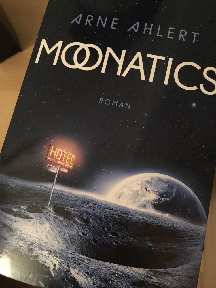 Ein Buch für den Mond